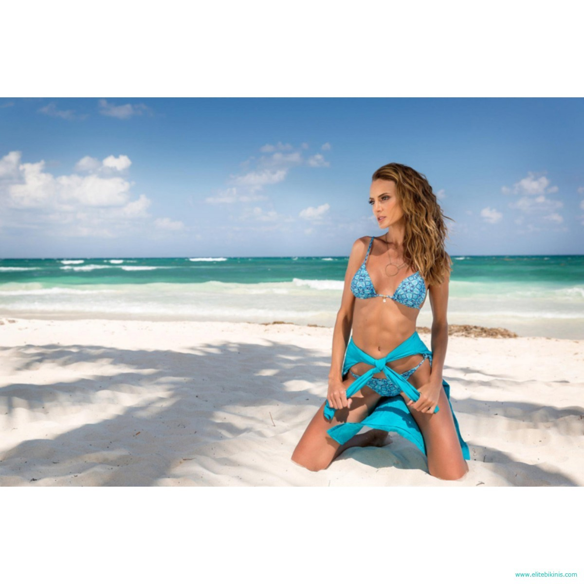 0a910fe04d Maryssil bikini top in blue color from 2018 collection it's made in Brazil.  This Soutien Azul Oriental top has a triangle style, it is removable pad  and ...